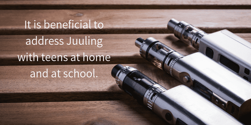 Juuling cartridges with the words: It is beneficial to address Juuling with ateen at home and at school.